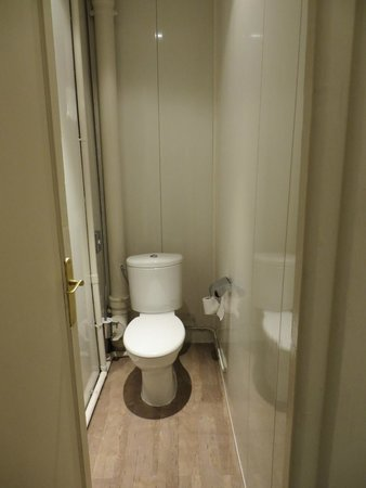 Ibis Styles Rouen Centre Cathedrale : toilet room