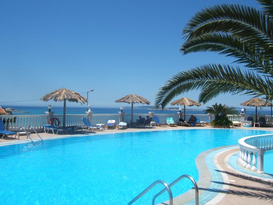 Terezas Hotel: another sunny dat by the pool