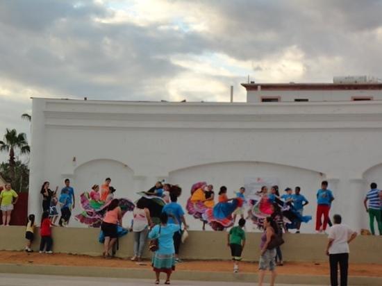 Armario Joyero De Pie ~ local children dancing Picture of Art Walk at Gallery District SJC, San Jose del Cabo