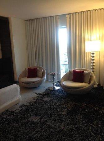 Palms Casino Resort : comfy chairs