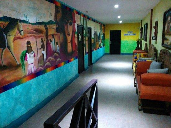 La Hacienda: Pretty mural.