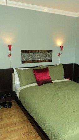 Ponce De Leon Hotel: bed