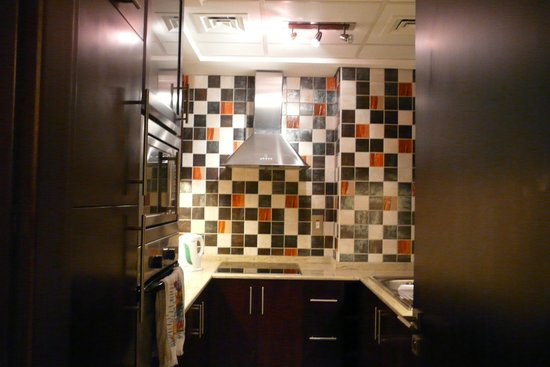 Grand Midwest Hotel Apartments: Kitchen