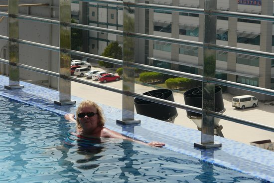 Grand Midwest Hotel Apartments : Rooftop Pool