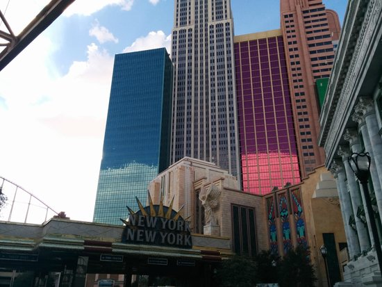 New York - New York Hotel and Casino : The front door