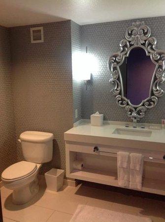 Palms Casino Resort: 1/2 bath