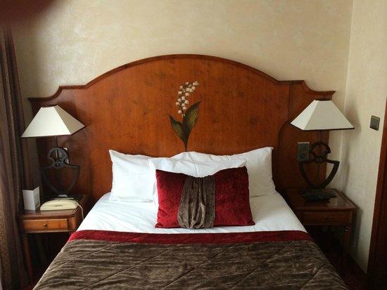 Hotel Muguet: bed