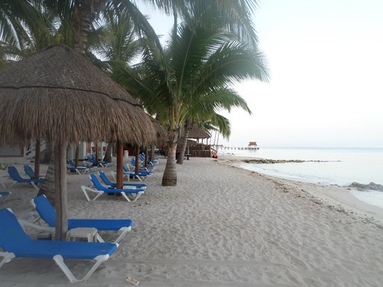 Sunscape Sabor Cozumel: Walking along the beach
