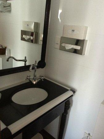 Hotel Muguet: bathroom