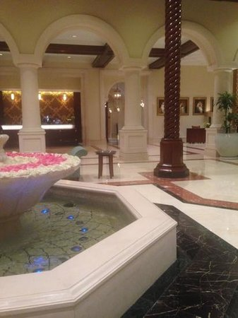 The Ritz-Carlton, Dubai: Reception