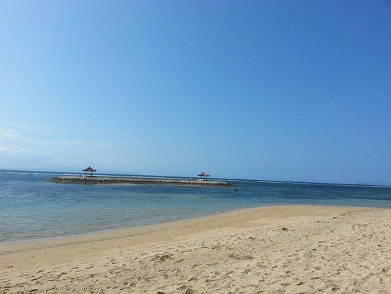 Swiss-Belresort Watu Jimbar: Public beach