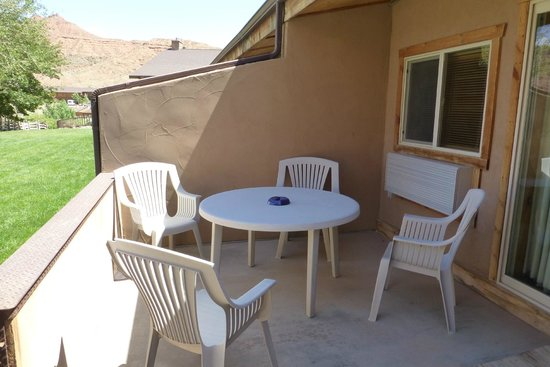 Red Cliffs Lodge : Patio