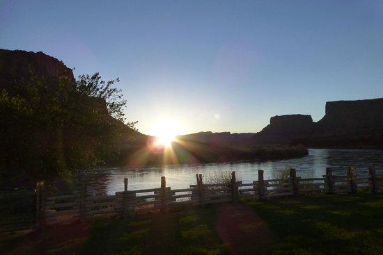 Red Cliffs Lodge : Sunrise