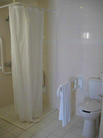 Hotel Premiere Classe Varsovie: bathroom