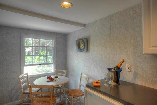 Pleasant Bay Village: Front Deluxe Efficienc Kitchen
