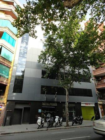 Leonardo Boutique Hotel Barcelona Sagrada Familia : View of the hotel from outside