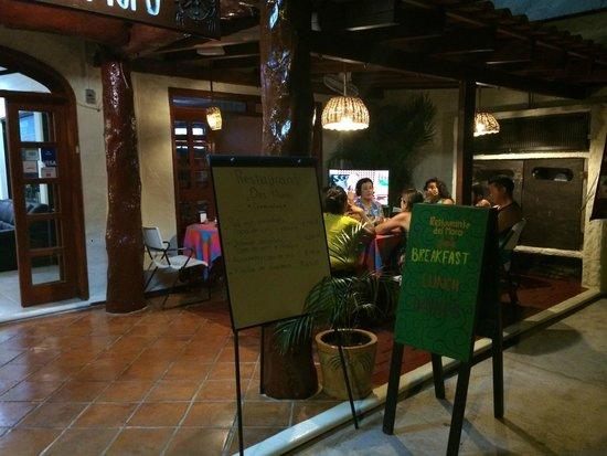 Hotel el Moro: Dining outside