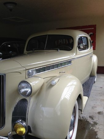Hidden Valley Motel: Cool antique car!