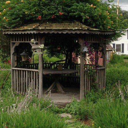Hidden Valley Motel: Lovely gazebo