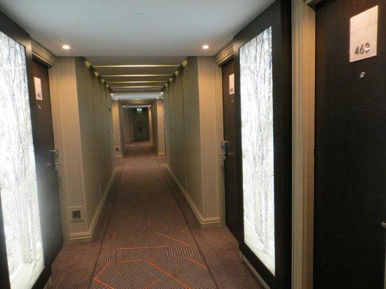 DoubleTree by Hilton - London Hyde Park: Corridor 4th floor