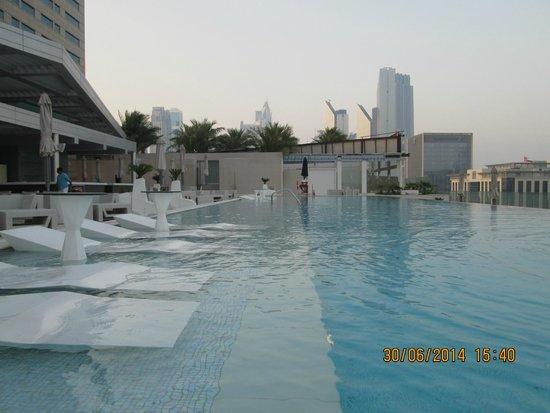 Sofitel Dubai Downtown : VUE PISCINE