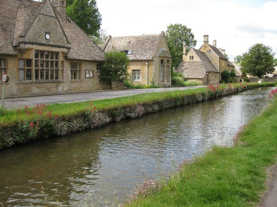 The Slaughters Country Inn : River in Lower Slaughter