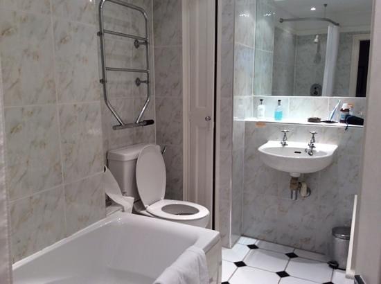 Cedars Inn: bathroom is tired and needs updateing