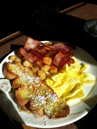 The Jammery: French toast, bacon, eggs and hash browns