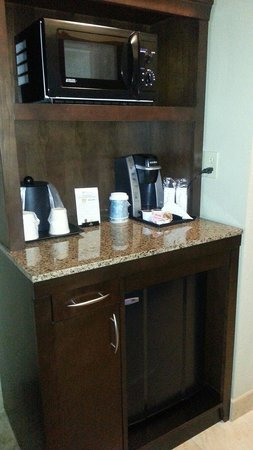 Hilton Garden Inn Tulsa Midtown: Keurig, fridge and microwave!
