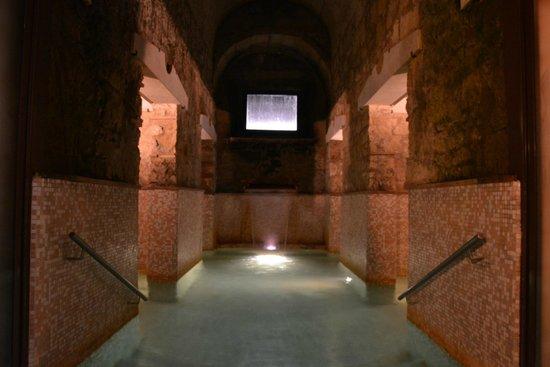Hotel Relais Valle Orientina: Vasca con acqua termale a 37°