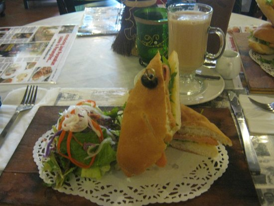 Jawi House Cafe & Gallery: Sandwich with salmon