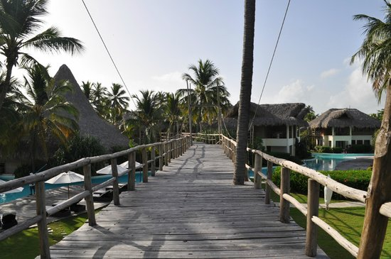 Zoetry Agua Punta Cana: The wooden walkway over the main pool. Proceed with caution!