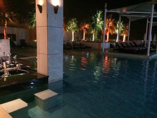 Crowne Plaza Abu Dhabi - Yas Island: Piscine
