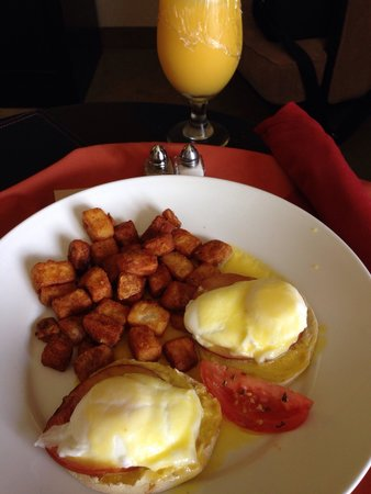 Doubletree by Hilton Orlando at SeaWorld : Room service.   Overlooked eggs