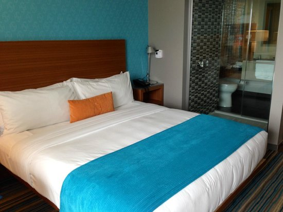 Shore Hotel: Comfortable bed