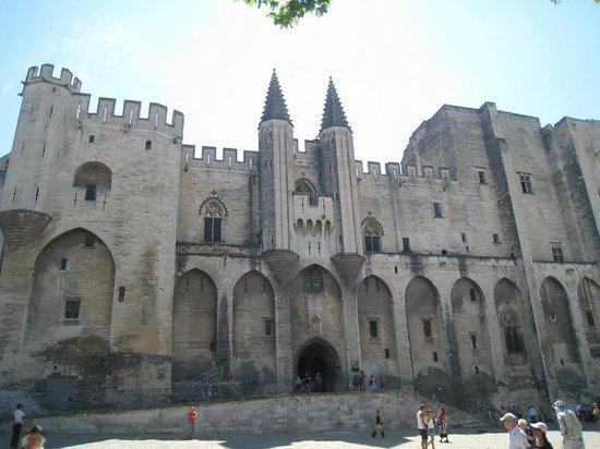 Palais des Papes : Vista de la fachada del Palacio de los Papas.
