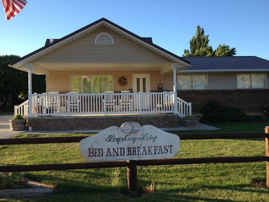 Bryce Canyon Livery Bed and Breakfast: Front of B & B