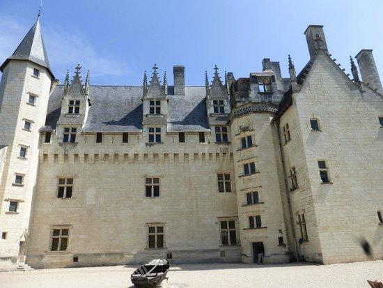 Chateau de Montsoreau : La cour et le château
