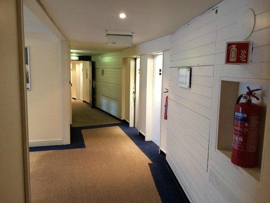 Holiday Inn London - Heathrow Ariel : Corridor