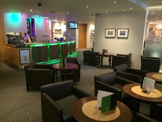 Holiday Inn London - Heathrow Ariel: Bar area