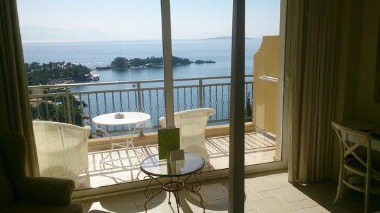 Grecotel Eva Palace: Blick von Zimmer 411 auf Bucht von Kerkyra