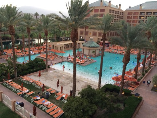 Renaissance Indian Wells Resort & Spa : The pool this Fourth of July weekend after most of the people had left in the evening. It is sup