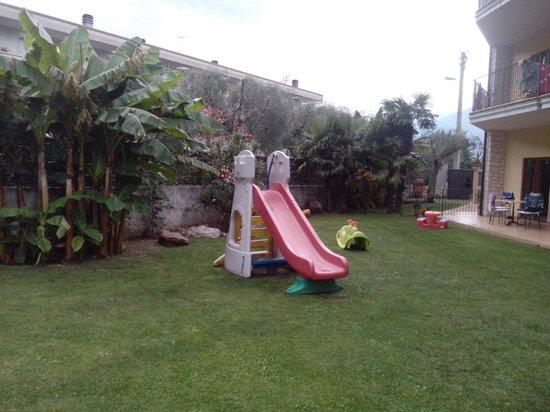 Residence Segattini: Giardino vicino alle piscine (luglio 2014)