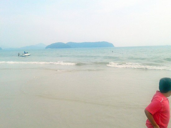 Cenang Beach: View of nearby Island from seaside