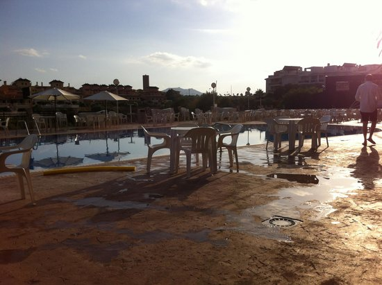 HSM Canarios Park : The main Pool in the evening