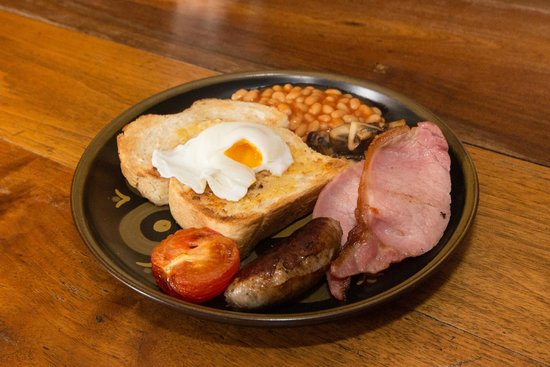 Great Broxhall Farm Bed and Breakfast: We are delighted to serve you our Kent breakfast. Using the best locally sourced ingredients
