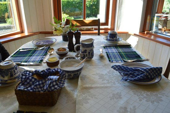 Fergus View: Wondeful breakfast table!