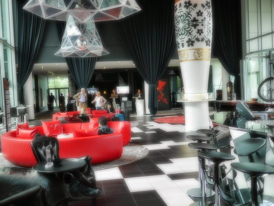 Kameha Grand : front reception lounge