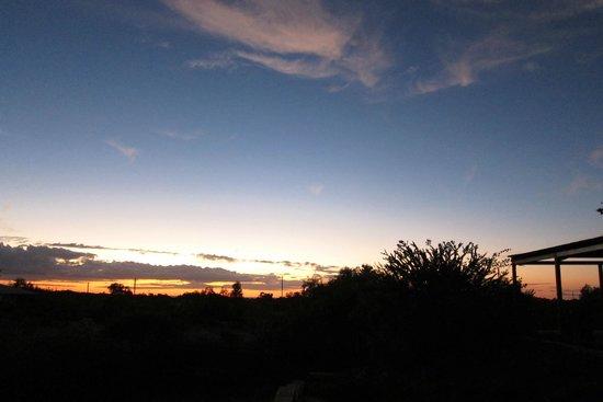 Ningaloo Bed & Breakfast: sunrise from veranda