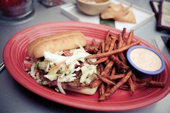 Hula's Island Grill : BLACKENED AHI STEAK SANDWICH